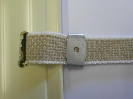 Sistema di aggancio al rullo: prima stecca con fori e cintino con grappe